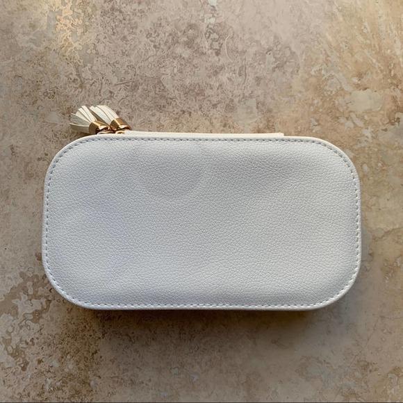 White jewelry holder case